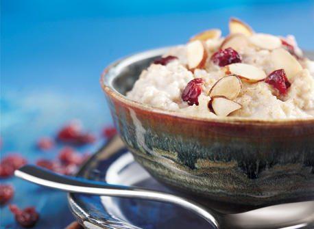 Porridge di avena con frutta fresca e mandorle