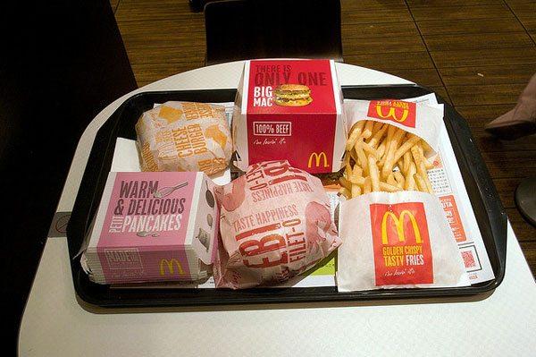 Falsi miti sull'alimentazione sportiva: chi fa sport può permettersi di mangiare cibo spazzatura.