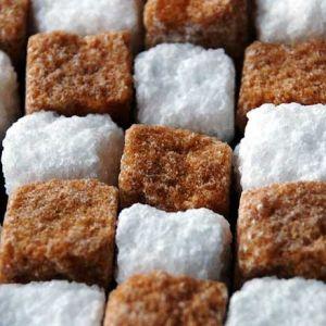 Falsi miti sull'alimentazione sportiva: assumere zuccheri semplici durante l'esercizio fisico fa male.