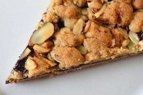 Crostata integrale di mandorle e marmellata
