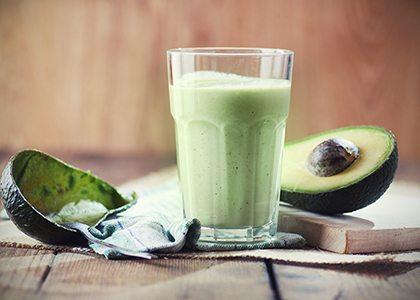 Frullato proteico avocado con semi di lino