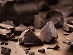 Cioccolato fondente spezzetato