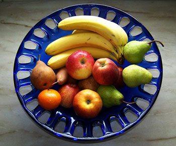 Frutta mista in una ciotola