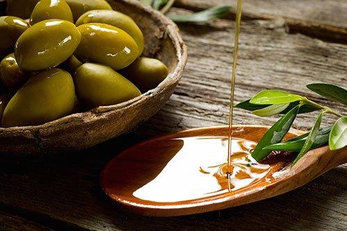 Differenza tra olio extravergine di oliva e olio di oliva