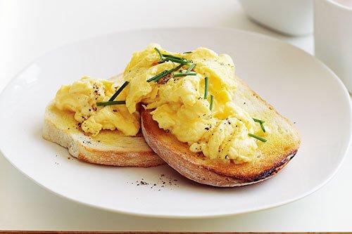 Tuorli delle uova contengono colesterolo