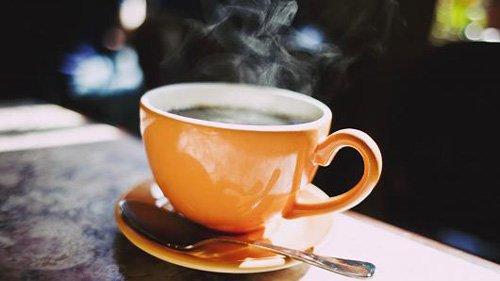 Quanto tempo rimane la caffeina del caffè nel corpo?